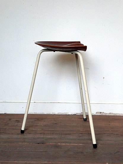Astor Glibstrup 3 legs stool_c0139773_17374483.jpg