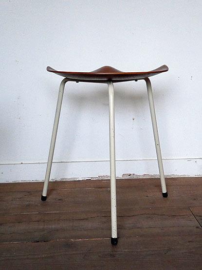 Astor Glibstrup 3 legs stool_c0139773_17383401.jpg