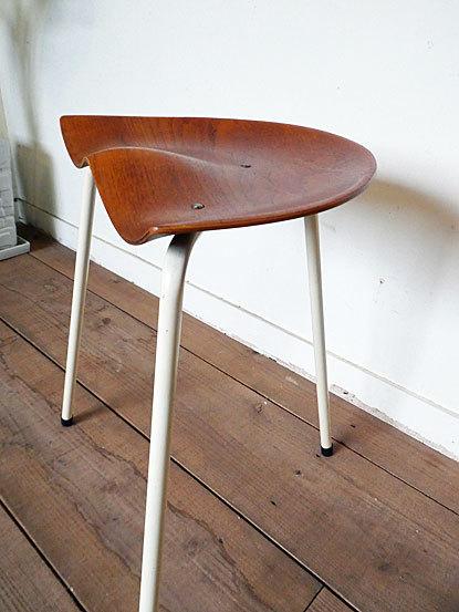 Astor Glibstrup 3 legs stool_c0139773_17393250.jpg