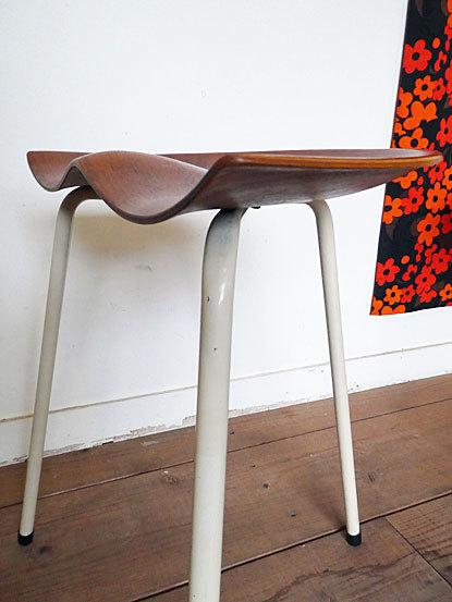 Astor Glibstrup 3 legs stool_c0139773_17401327.jpg