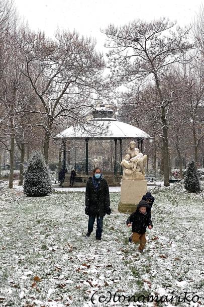 束の間のパリの雪遊び_c0024345_17522929.jpg