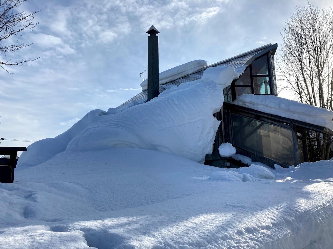 三角屋根の残雪_c0189970_08191708.jpg