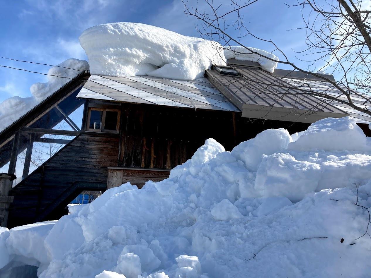 三角屋根の残雪_c0189970_08301760.jpg