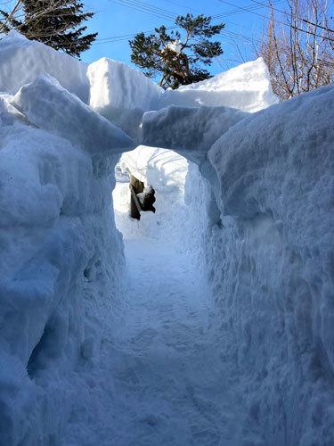 三角屋根の残雪_c0189970_08375167.jpg