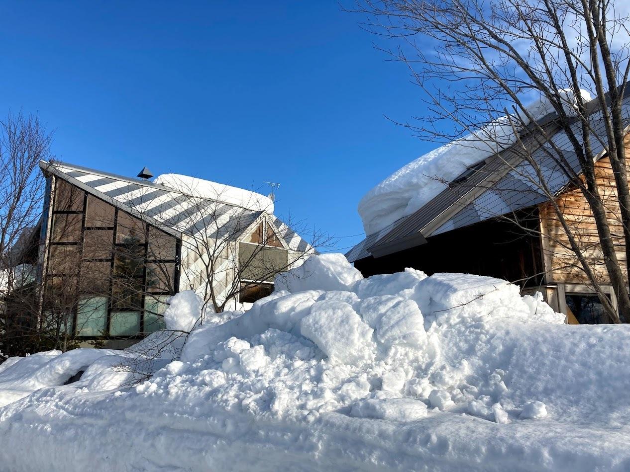 三角屋根の残雪_c0189970_08433088.jpg