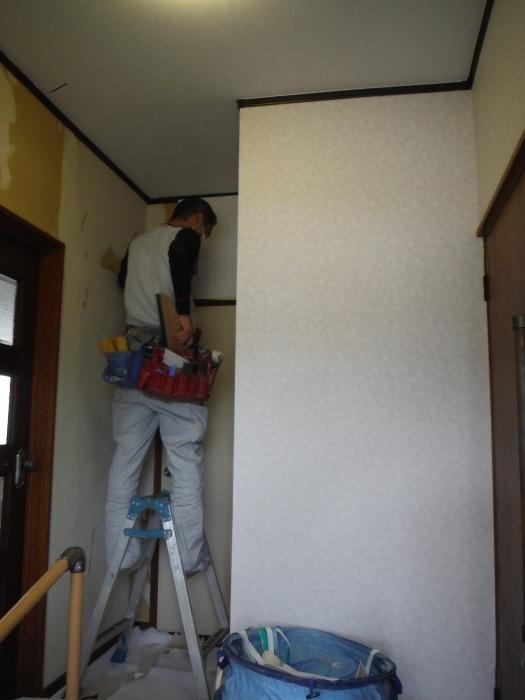 玄関の内装工事 ~ クロス工事で終了となりました。 _d0165368_04410420.jpg