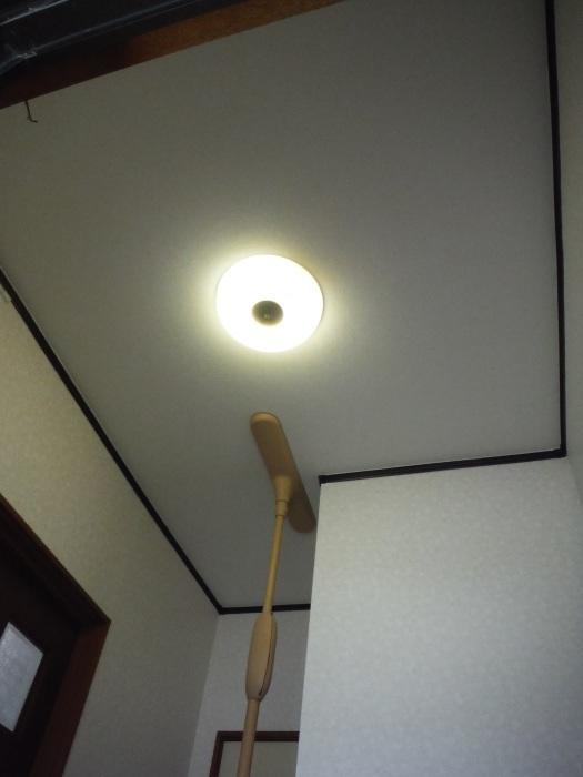 玄関の内装工事 ~ クロス工事で終了となりました。 _d0165368_04414377.jpg