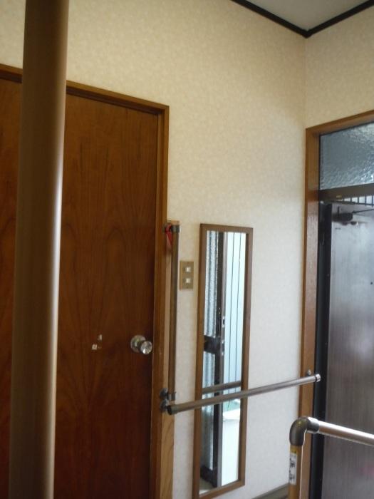 玄関の内装工事 ~ クロス工事で終了となりました。 _d0165368_04422398.jpg
