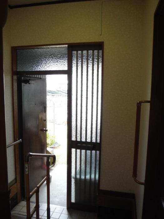 玄関の内装工事 ~ クロス工事で終了となりました。 _d0165368_04424899.jpg