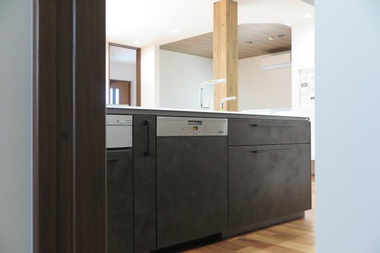 キッチンに美しく溶け込む、タイムレスな食器洗い機。★TOTO取付事例_c0156359_09414933.jpg