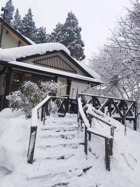 雪の中のお蕎麦屋さん。。。_e0143298_18565187.jpg