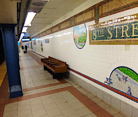 ニューヨークの地下鉄名物、駅のホームのタイル・アート_b0007805_09003057.jpg