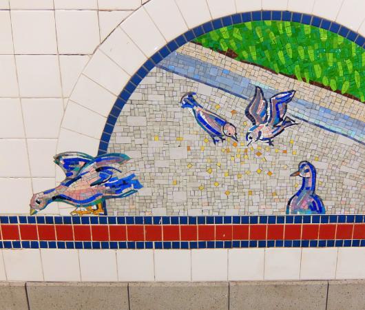 ニューヨークの地下鉄名物、駅のホームのタイル・アート_b0007805_09043500.jpg