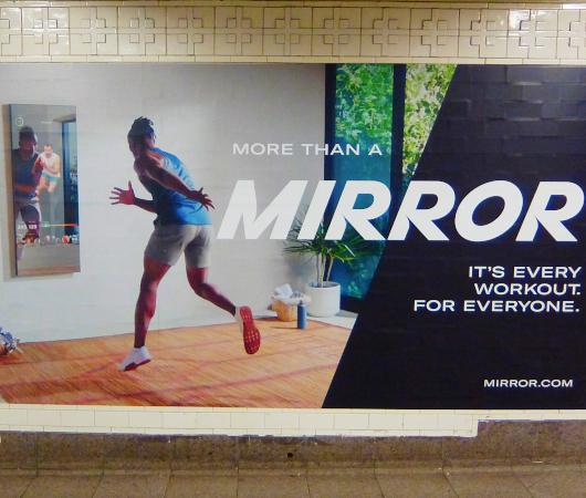 ミラー(Mirror)の広告がNYの地下鉄駅ホームをジャック_b0007805_21432237.jpg