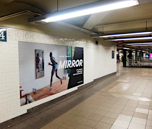 ミラー(Mirror)の広告がNYの地下鉄駅ホームをジャック_b0007805_21434093.jpg