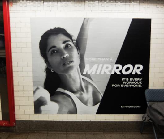 ミラー(Mirror)の広告がNYの地下鉄駅ホームをジャック_b0007805_21441725.jpg