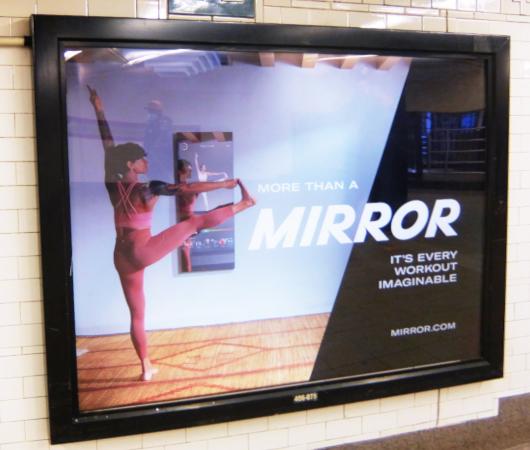 ミラー(Mirror)の広告がNYの地下鉄駅ホームをジャック_b0007805_21443035.jpg