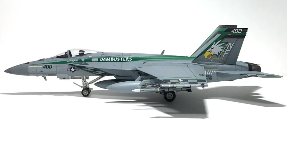 """アカデミー 1/72 F/A-18E VFA-195 \""""チッピー・ホー!\"""" 2012(完成)_b0055614_19170361.jpg"""