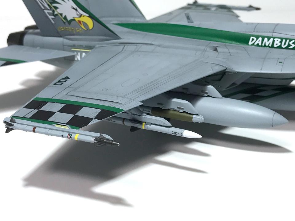 """アカデミー 1/72 F/A-18E VFA-195 \""""チッピー・ホー!\"""" 2012(完成)_b0055614_19171426.jpg"""