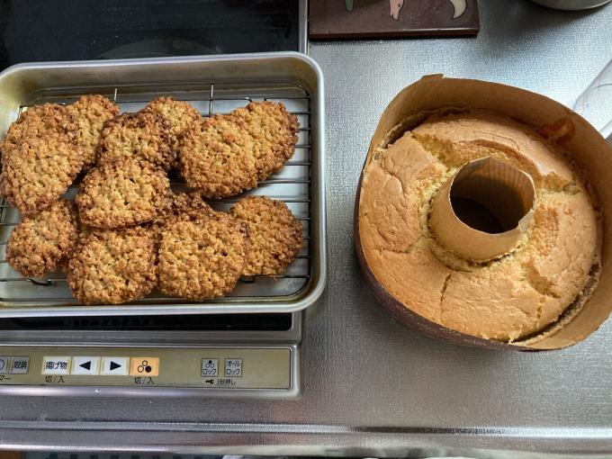 今日のお菓子2021.01.21米粉のシフォンケーキ、オートミールクッキー_f0149924_15050163.jpg