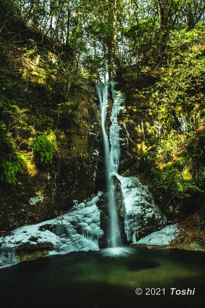 寒さが足りない投石の滝_c0350572_18020073.jpg