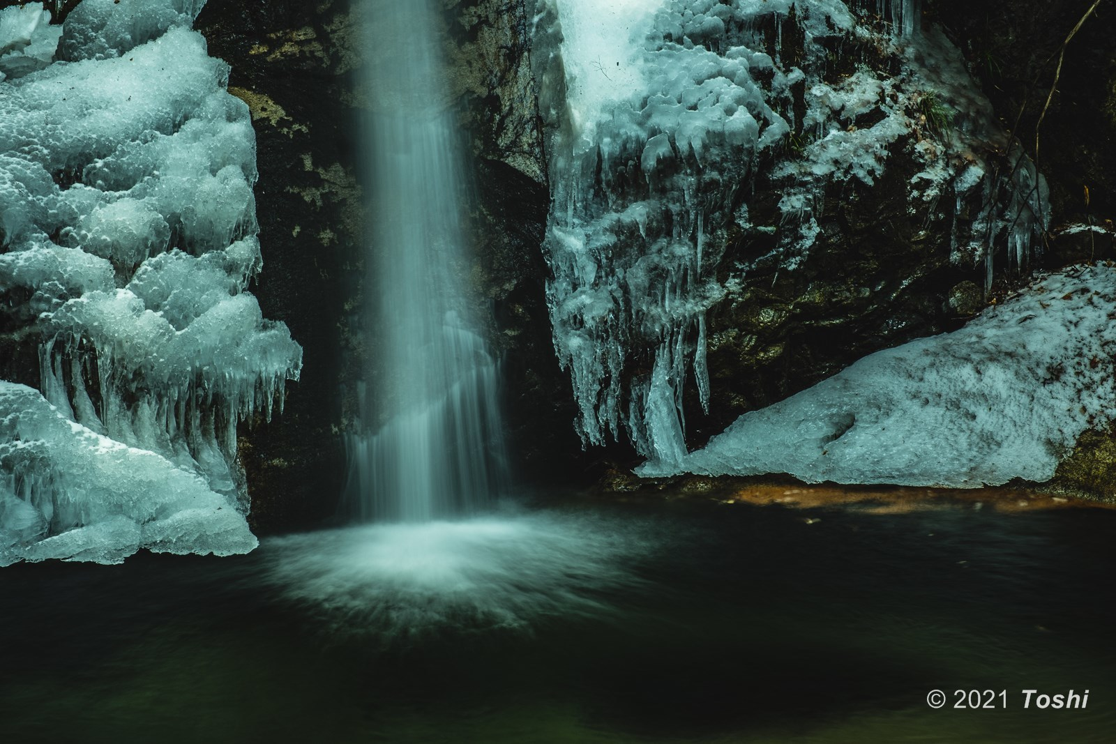 寒さが足りない投石の滝_c0350572_18021706.jpg