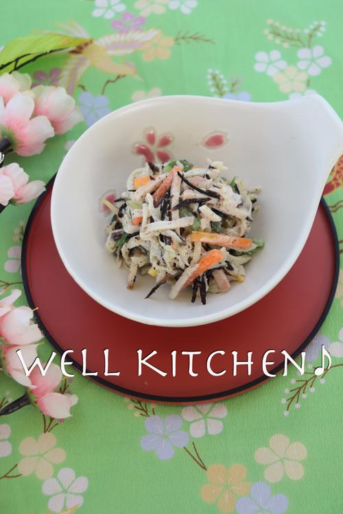 野菜切り干し 混ぜ合わされた器の中は ヒジキの色がそこだけ黒いわ 野菜とヒジキのゴママヨサラダ_a0277240_13000359.jpg