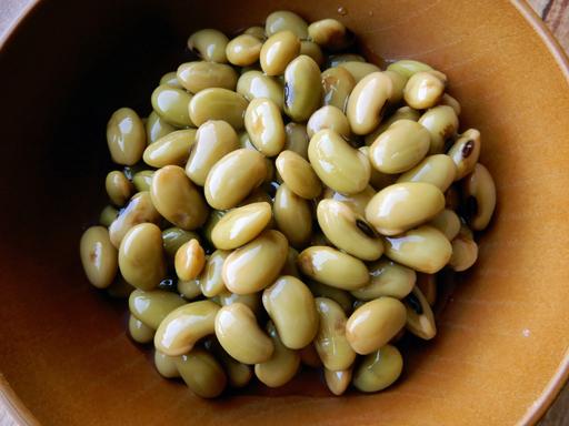 新豆を食べる_d0366590_16304302.jpg
