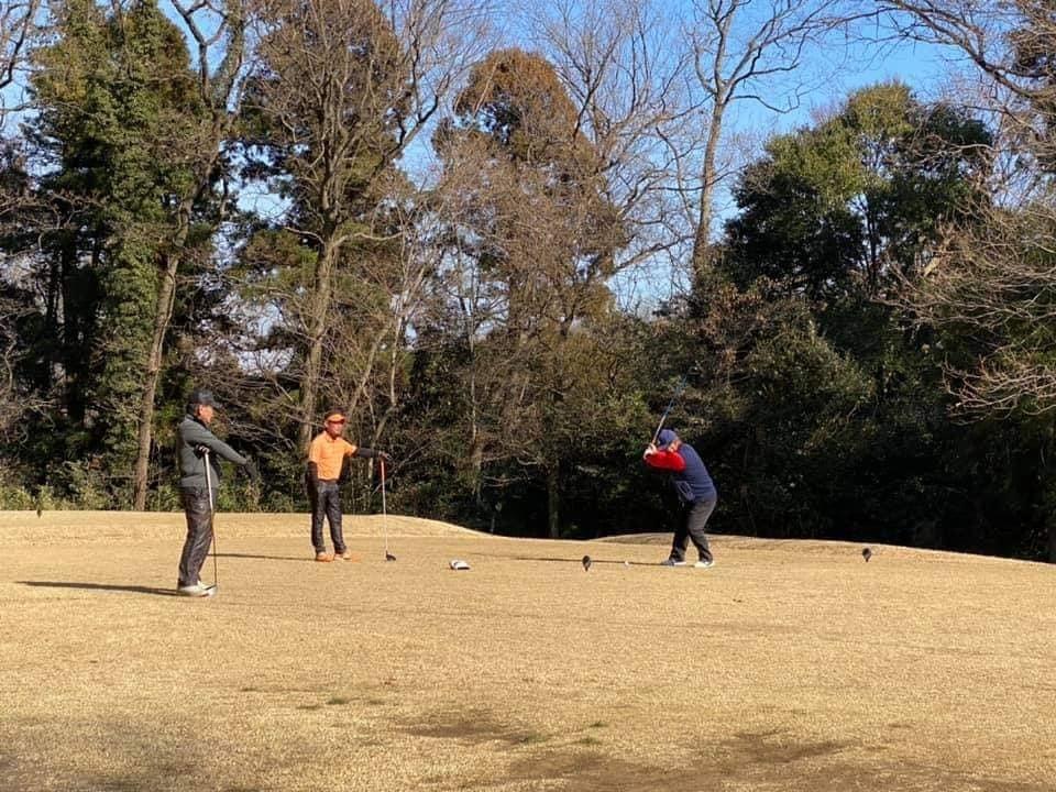 牧野さん、石黒ちゃん、お二人と親しい藤井誠プロとラウンドさせていただきました。とても勉強になりました。_c0186691_15113745.jpg