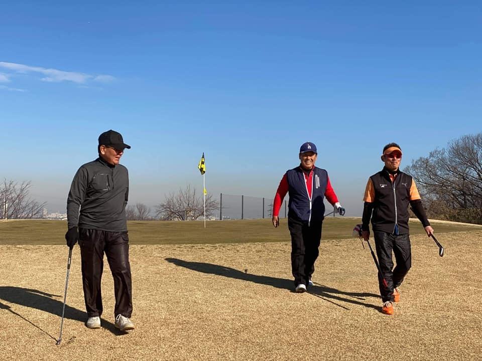 牧野さん、石黒ちゃん、お二人と親しい藤井誠プロとラウンドさせていただきました。とても勉強になりました。_c0186691_15114387.jpg