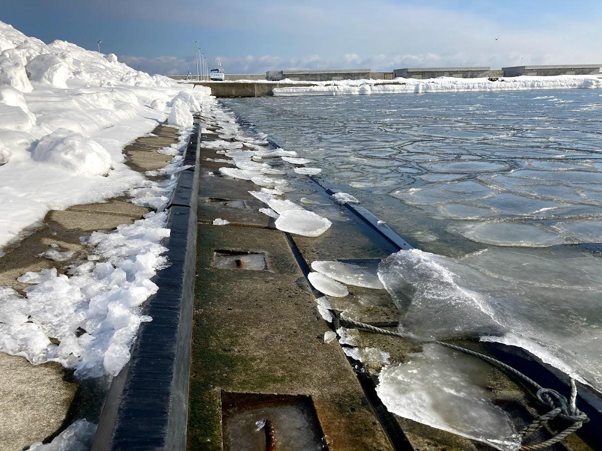 漁港、海水の結氷_c0189970_13241230.jpg