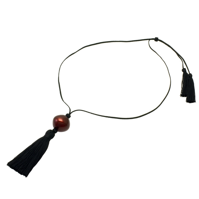 身につける漆 漆のアクセサリー ペンダント 菱玉 ボルドー色 シルクタッセルコード 坂本これくしょんの艶やかで美しくとても軽い和木に漆塗りのアクセサリー SAKAMOTO COLLECTION wearable URUSHI accessories pendant Rhombus jewel Bordeaux Red Silk Tassel & cord 美しい丸みのある菱形に艶やかで深みある人気の深紅、職人が作り上げた肌触りもよく高級感のあるシルク製タッセルコードは長さ調節可能でコーディネイトに合わせてジャストサイズに、還暦のお祝いやプレゼントにも喜ばれています #ペンダント #pendant #菱玉 #ボルドー色 #ネックレス #シルクタッセル #SilkTassel #BordeauxRed #軽いネックレス #漆のネックレス #還暦のお祝い #プレゼント