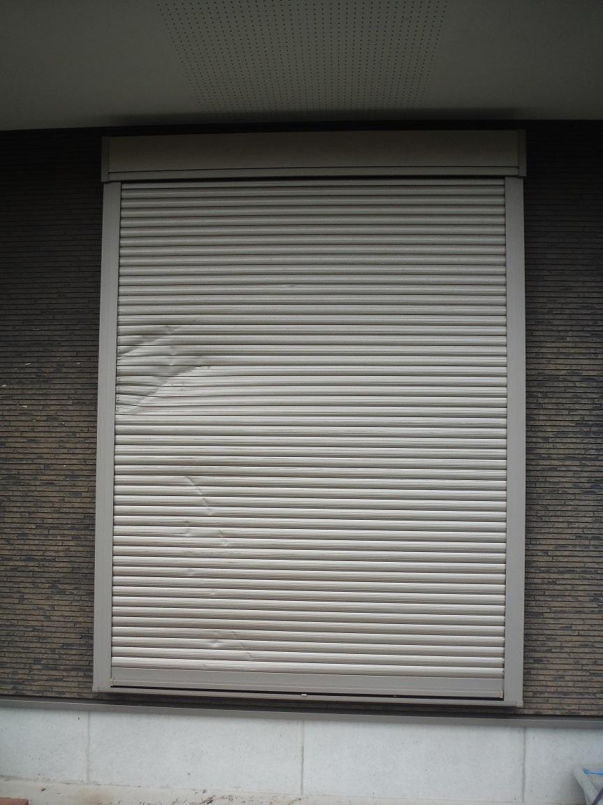 シャッター補修 ~ 台風で破損しました。_d0165368_05544522.jpg