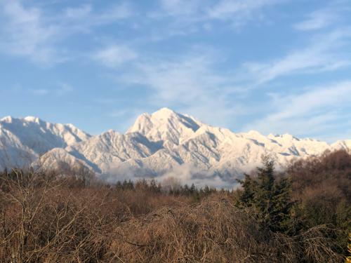甲斐駒ケ岳、南ア北部連山、裾野まで冠雪。_d0338282_07491722.jpg
