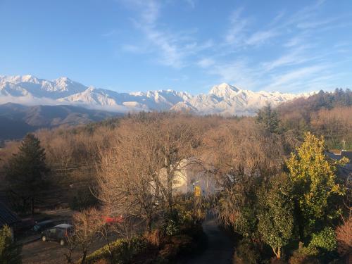 甲斐駒ケ岳、南ア北部連山、裾野まで冠雪。_d0338282_07491868.jpg