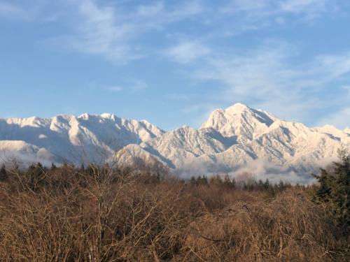 甲斐駒ケ岳、南ア北部連山、裾野まで冠雪。_d0338282_07492089.jpg