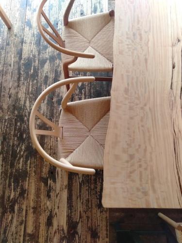 一枚板に似合う椅子_b0211845_12293014.jpg