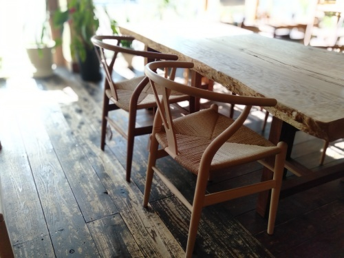 一枚板に似合う椅子_b0211845_12293132.jpg