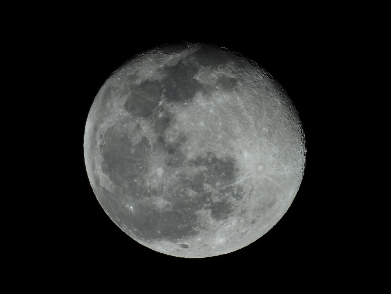 今日の月_f0178635_23422739.jpg