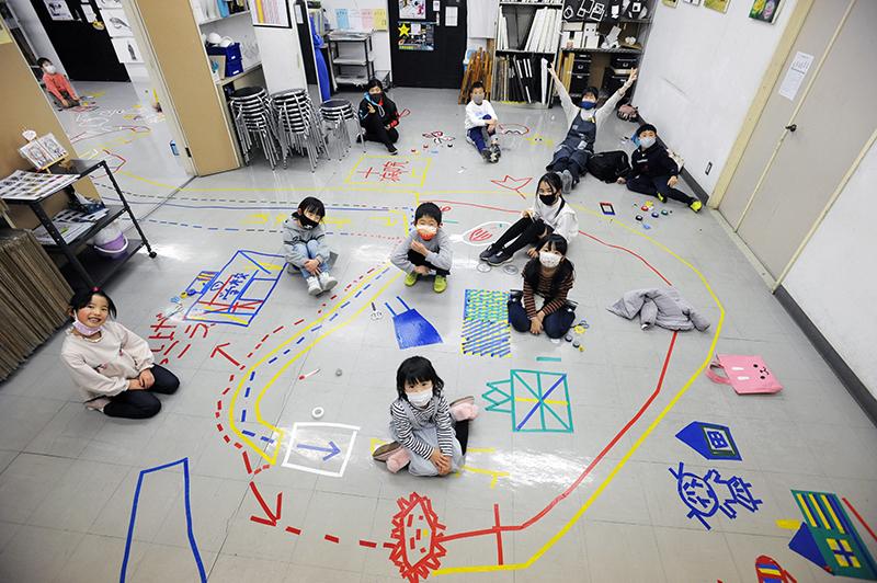 児童画クラス「テープアート」ご紹介_b0212226_21215394.jpg