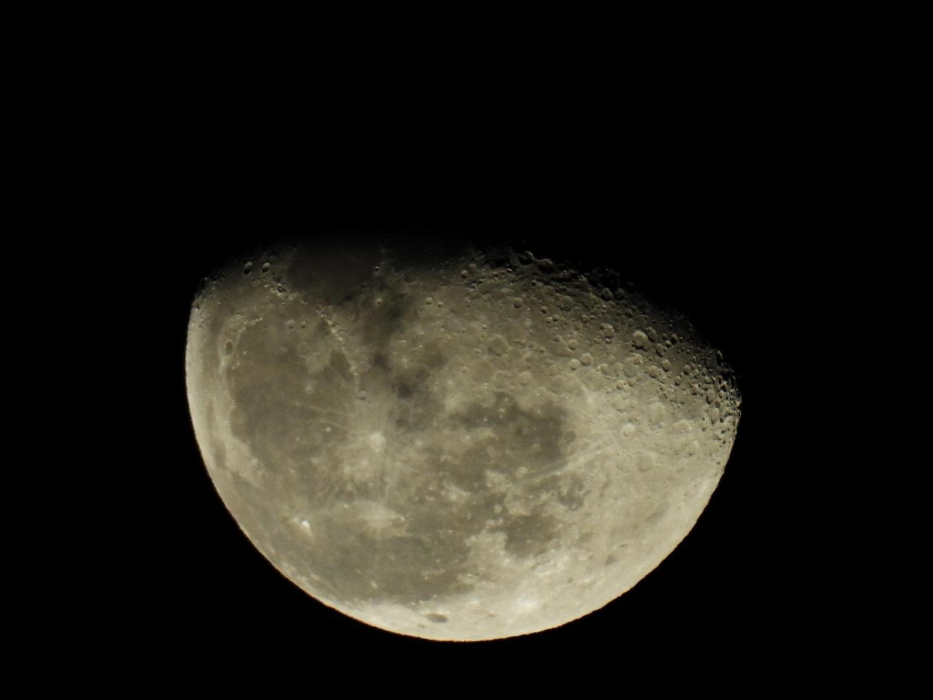 今日の月_f0178635_23400640.jpg