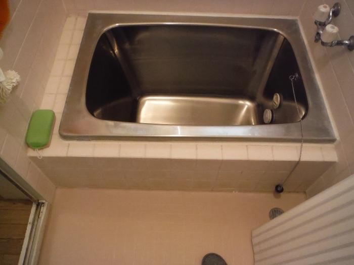 タイル張り浴室リフォーム ~ 水漏れが心配で。_d0165368_08062725.jpg