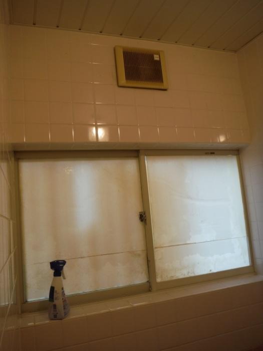 タイル張り浴室リフォーム ~ 水漏れが心配で。_d0165368_08072900.jpg