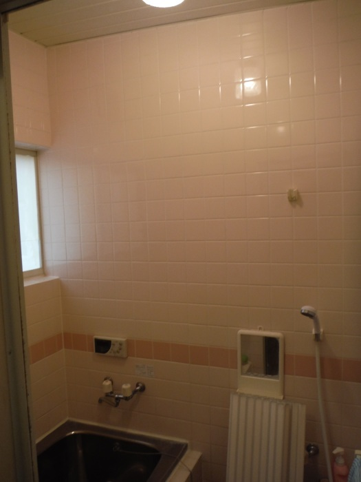 タイル張り浴室リフォーム ~ 水漏れが心配で。_d0165368_08074330.jpg