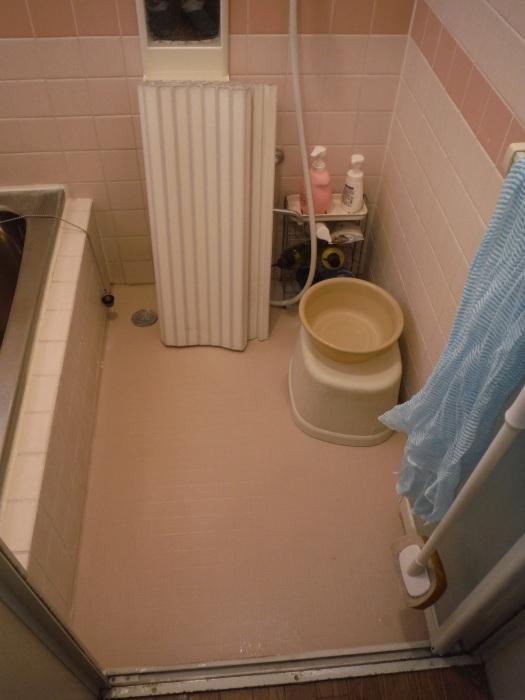 タイル張り浴室リフォーム ~ 水漏れが心配で。_d0165368_08075719.jpg