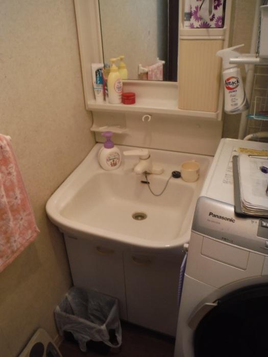 タイル張り浴室リフォーム ~ 水漏れが心配で。_d0165368_08080895.jpg