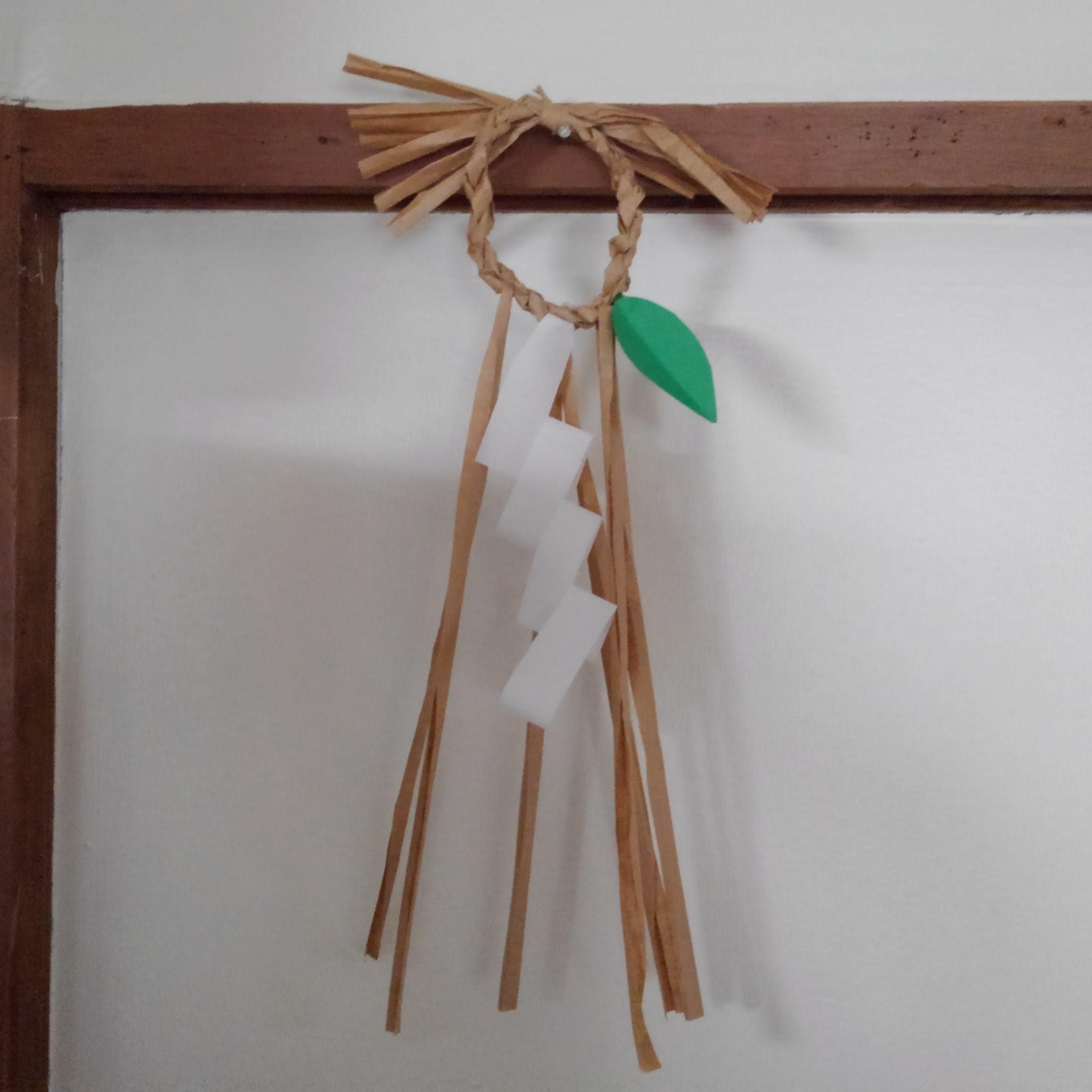 ●稲わらがないのでクラフト紙輪飾り~_a0251604_23242356.jpg