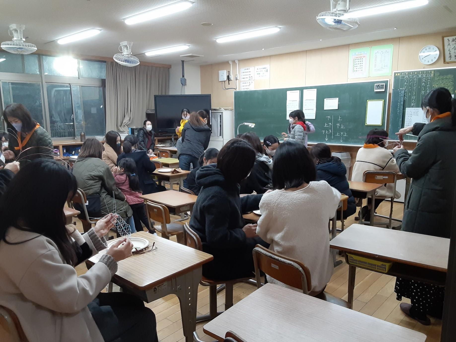 妻鳥小学校の卒業式用コサージュ_e0181051_18233013.jpg