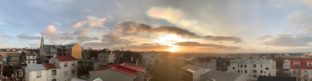 レイキャビクの空に漂う真珠母雲_c0003620_03102036.jpeg