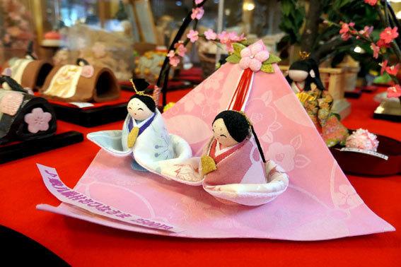 今日から始まる榊原温泉のお雛さま_b0145257_08081252.jpg